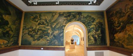 Sala Sert al Museu de Maricel, amb les pintures que evoquen la Gran Guerra